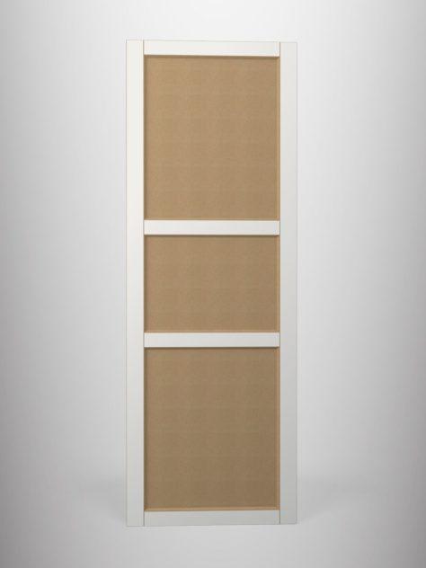 Shaker P4.3, kehyksellinen ovi, 45° sisäprofiililla, kolme paneelia, V-uralla, maalamaton.